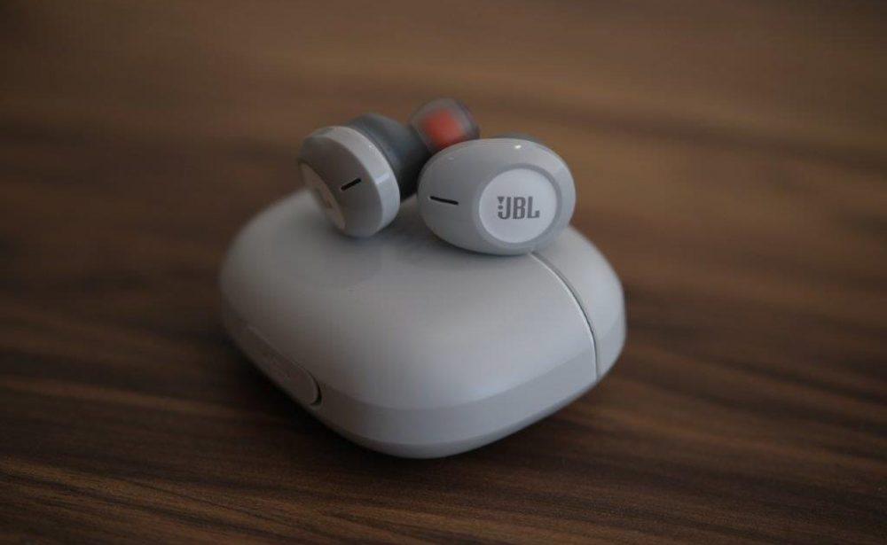 Елегантні навушники JBL Tune 120TWS