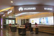 Проте це не зупинило її, і сьогодні компанія Huawei продовжує працювати в Великобританії та відкриває там свої три нові магазини.