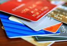 Названо найпоширеніші помилки, які допускають українці при користуванні банківською картою