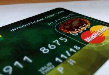 Названо ситуації з банківською картою, коли потрібно негайно зв'язатися з банком