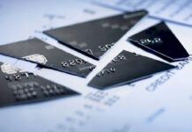 Що робити, якщо у вас зламалася банківська карта Приватбанку
