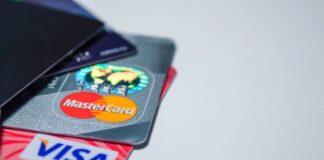 Українцям розповіли, як пенсія та заробітна плата можуть зникнути з банківської карти