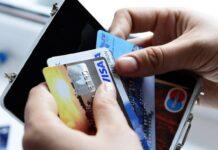 Українцям розповіли, як правильно користуватися банківською картою